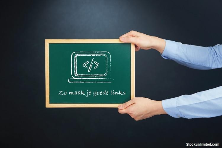 Groen krijtbord waarop een HTML-tags getekend staat met daaronder de tekst 'zo maak je goede links'