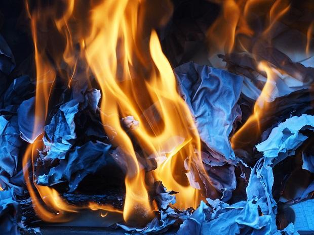 brandend papier