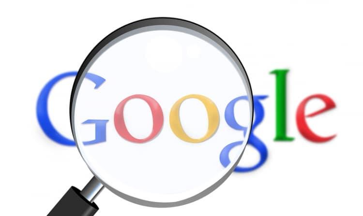 Google symbool met een vergrootglas